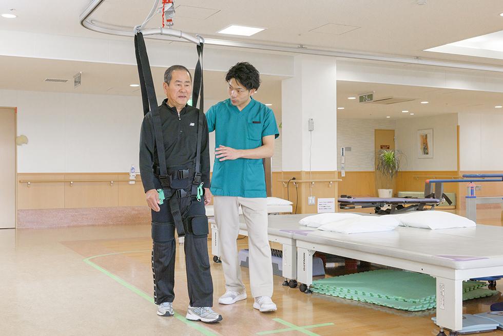 画像:免荷式歩行補助機器